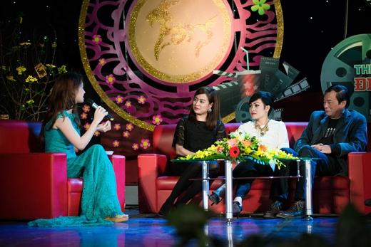 Đan Lê cùng các khách mời có dịp trò chuyện vui vẻ đầu xuân. - Tin sao Viet - Tin tuc sao Viet - Scandal sao Viet - Tin tuc cua Sao - Tin cua Sao
