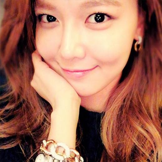 Sooyoung cực hạnh phúc khi chia sẻ món quà sinh nhật, cô viết: 'Món quà sinh nhật từ Swarovski, lấp lánh quá đi, cảm ơn nhiều nhé'.