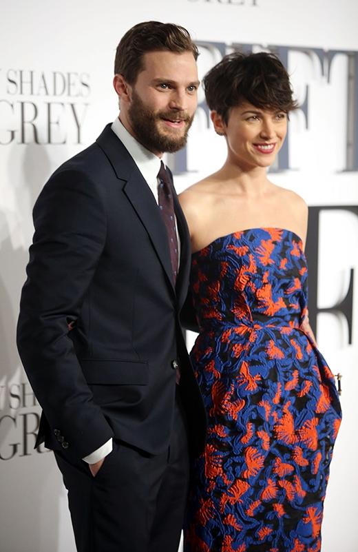 Jamie đi cùng vợ tới buổi ra mắt phim '50 sắc thái'.