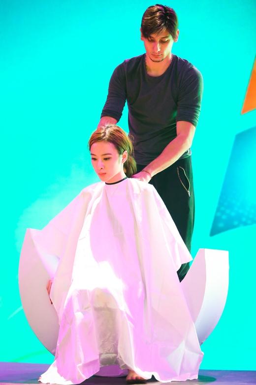 Kris vào vai thợ cắt tóc tên là Sweeney Tod và Angela là con gái đã mất tích của Kris. - Tin sao Viet - Tin tuc sao Viet - Scandal sao Viet - Tin tuc cua Sao - Tin cua Sao