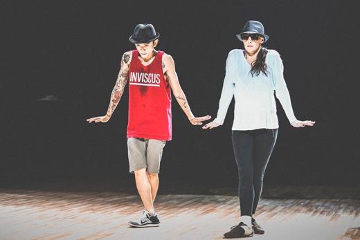 Cặp đôi Dumbo và Kristina sẽ kể cho khánh giả nghe về câu chuyện cô gái mù trên đường phố New York trong buổi chiều ngày Valentine và bị một chàng trai đi trên đường chọc ghẹo. - Tin sao Viet - Tin tuc sao Viet - Scandal sao Viet - Tin tuc cua Sao - Tin cua Sao