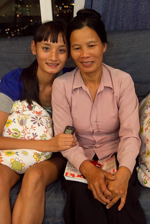 Lê Thúy và mẹ những ngày tham gia cuộc thi 'Vietnam's Next Top Model'. - Tin sao Viet - Tin tuc sao Viet - Scandal sao Viet - Tin tuc cua Sao - Tin cua Sao