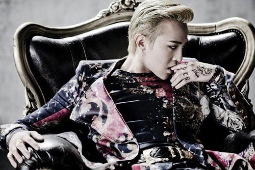 Tuy thói quen của G-Dragon chưa từng bị bắt gặp nhưng trưởng nhóm Big Bang đã từng thú nhận rằng anh thích cắn móng tay kể từ khi còn rất nhỏ. Thậm chí đến bây giờ anh vẫn chưa bỏ được thói quen đó.