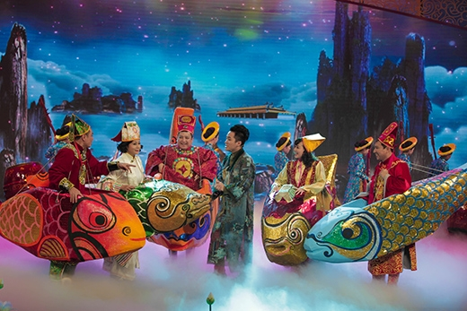 Ca sĩ Tùng Dương khách mời mở màn chương trình.