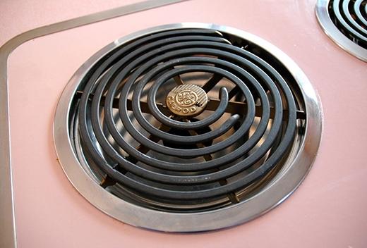 Các thiết bị vẫn đi kèm hướng dẫn sử dụng từ năm 1956.