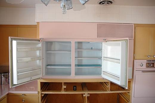 Tủ lạnh trông rất nhỏ so với bây giờ.