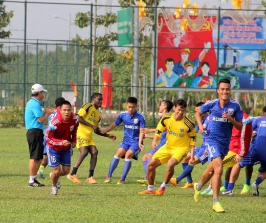 Trong buổi tập sáng nay, các cầu thủ Bình Dương chỉ tập nhẹ để giải phóng sức ì. Cũng trong hôm nay, đối thủ của CLB Bình Dương đã có mặt tại Việt Nam để tập luyện, làm quen điều kiện thời tiết. Shandong Luneng là đội bóng mạnh đến từ Trung Quốc.