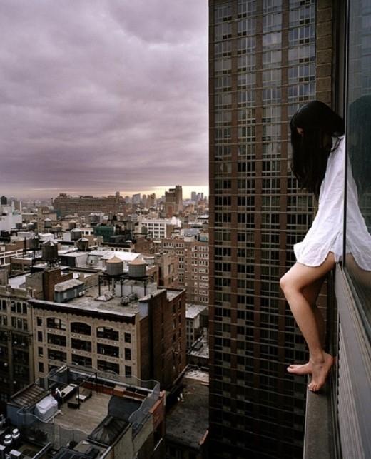 Dự án bắt nguồn từ một bức ảnh chân cô chụp trong khi ngồi trên cạnh của một tòa nhà chung cư.
