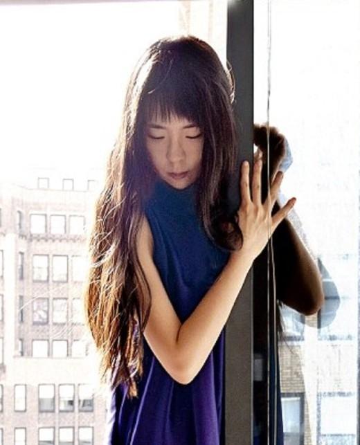 Jun Ahn từng làm việc tại New York, Mỹ sau đó cô chuyển về sống ở Hàn Quốc.