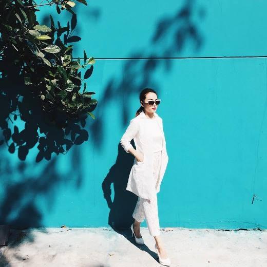 Cũng diện cây trắng như cô em Yến Nhi nhưng Yến Trang lại có phong cách trưởng thành hơn rất nhiều