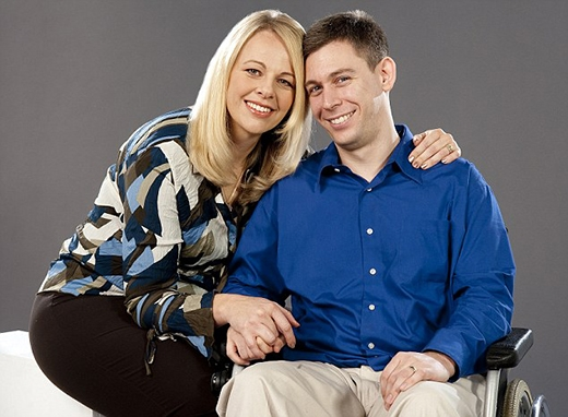 Martin Pistorius và người vợ hiện tại của mình.