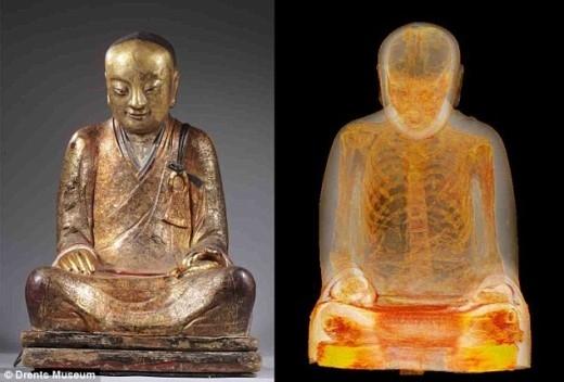 Xác ướp nhà tu hành bên trong tượng Phật Trung Quốc. Ảnh: Bảo tàng Drents