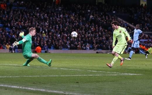 Phút 90+4, Messi đem về cho Barca một quả phạt đền sau khi buộc Zabaleta phạm lỗi trong vòng cấm. Tuy nhiên, trên chấm 11 m, M10 lại không đánh bại được thủ thành Joe Hart.