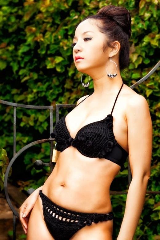 'Bà già bán khoai' Thúy Nga từng khiến khán giả phải bất ngờ khi thực hiện bộ ảnh bikini giữa thiên nhiên xanh tươi. - Tin sao Viet - Tin tuc sao Viet - Scandal sao Viet - Tin tuc cua Sao - Tin cua Sao
