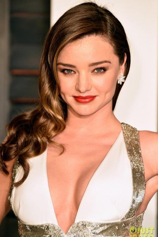 Đường cong hút mắt của cựu Thiên thần Victoria's Secret