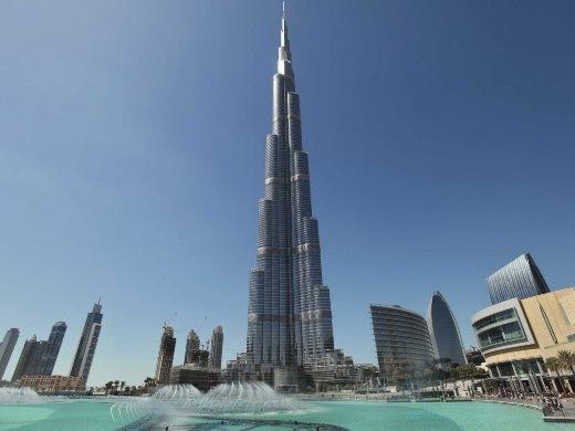 Lên tầng cao nhất của tòa nhà Burj Khalifacao nhất Dubai