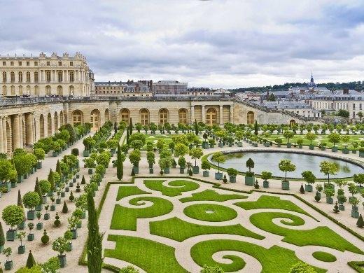 Mơ màng dạo quanh lâu đài Versailles ở Paris, Pháp
