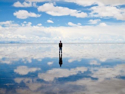 Tới thăm hồ nước muối lớn nhất thế giới là Salar de Uyuni ở Bolivia