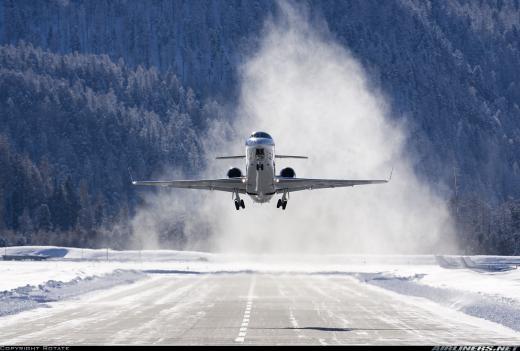 Ra mắt năm 2000 tại triển lãm Farnborough Airshow, Legacy 600 có thể chở 13 hành khách đi được 5.650km, hoặc 8 hành khách qua quãng đường 6.390km.