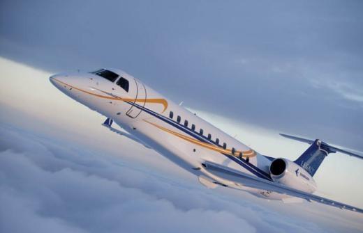 """Cạnh tranh ở dòng máy bay sang trọng cỡ nhỏ và vừa, được coi là máy bay """"Super Midsize"""". Nó gần như có thiết kế đối lập với đối thủ là chiếc Canadair Challenger."""