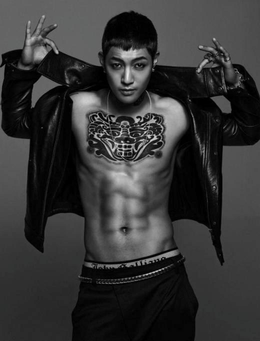 """Vai diễn trongBoys Over FlowerskhiếnKim Hyun Joongbị """"cộp mác"""" thần tượng mỹ nam. Kể từ khi theo đuổi sự nghiệp solo, nam thần tượng đã quyết định thay đổi hình tượng và xuất hiện đầy bụi bặm và nam tính trên sân khấu và các vai diễn trên màn ảnh nhỏ."""