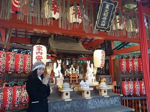 Ngô Thanh Vân cũng thành tâm và kín đáo đi chùa ở Tokyo. Sau khi có sự mở màn thành công trong năm mới, bà bầu tự thưởng chuyến đi du lịch ý nghĩa đồng thời cũng không quên cầu nguyện những điều tốt lành cho năm nay.