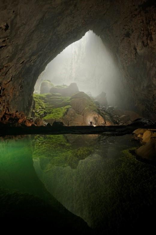 Bức ảnh chụp hang Sơn Đoòng từng đăng trên tạp chí National Geographic của Carsten Peter.
