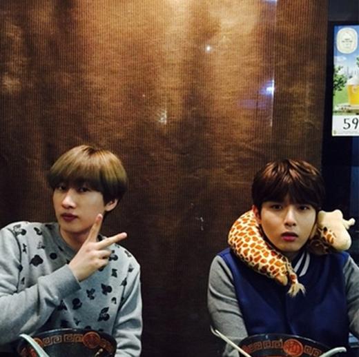 Donghae không quên khoe ảnh cực đáng yêu của Eunhyuk và Ryeowook.