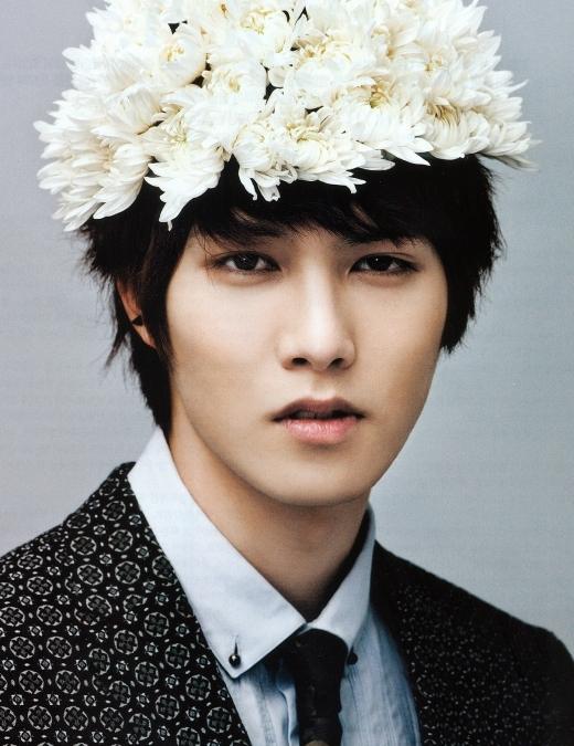"""Khuôn mặt hoàn hảo củaJonghyun (CN Blue)đã thu hút fan từ khi mới ra mắt khiến việc nhìn thẳng vào nam thần tượng cũng trở nên vô cùng """"nguy hiểm""""."""