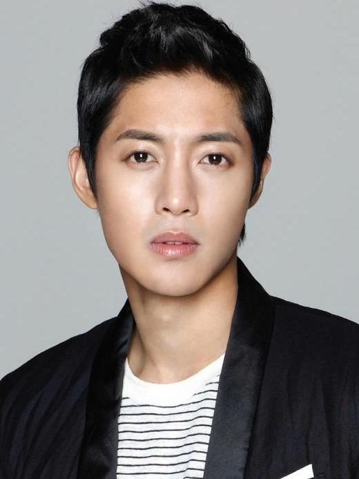 Kim Hyun Joongđẹp cuốn hút với gương mặt V-lines.