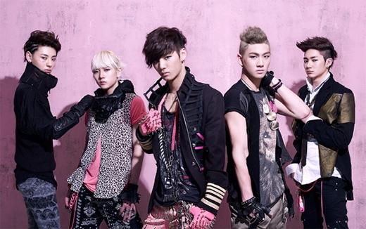 NU'EST với tên đầy đủ là New Established Style and Tempo. Các chàng trai luôn tự hào là một nhóm nhạc mang cả hai sắc thái 'Style' và 'Tempo' vào thị trường Kpop hiện tại.