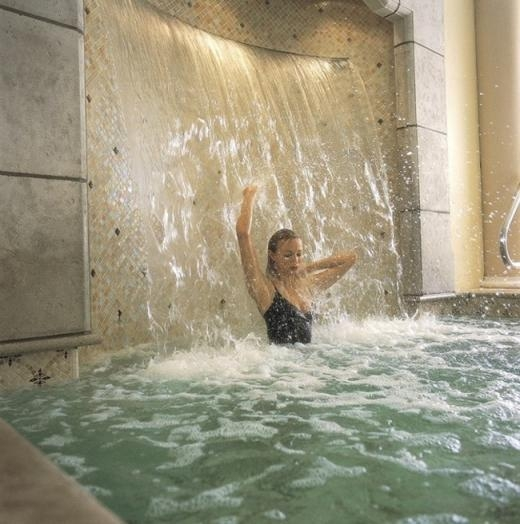 Bồn tắm thác nước
