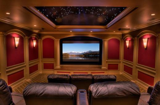 Cuối cùng là rạp chiếu phim gia đình với trần nhà là bầu trời đêm đầy sao.