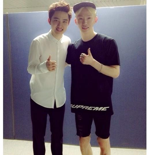 Jokwon (2AM)không ngần ngại thừa nhận là fan củaD.O., biết được việc đó, giọng ca chính củaEXOđã lập tức mời đàn anh đến dự concertEXOtại Seoul.