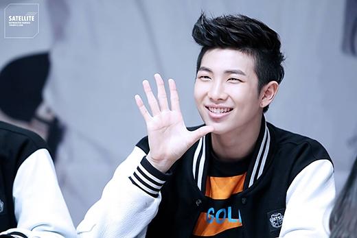Rap Monster của BTS đã có một thành tích khiến fan không khỏi bất ngờ khi anh từng đạt được 900 điểm TOEIC khi còn học trung học. Ngoài ra anh còn nằm trong top học sinh giỏi trong kỳ thi tuyển sinh đại học quốc gia. Chỉ số IQ là 148.