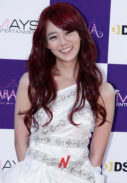 Seungyeon (Kara) từng đạt được số điểm 115 của TOEFL và thông thạo 3 thứ tiếng Hàn, Nhật và Anh.