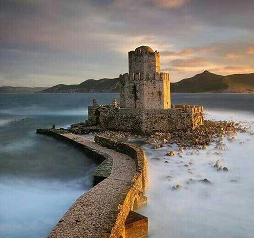 Pháo đài bị lãng quên ở Peloponnese, Hy Lạp.