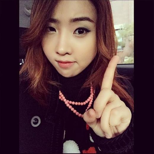 Minzy háo hức đi học và chia sẻ: 'Sinh viên. Đừng hoảng sợ. Chỉ mới là bắt đầu thôi'.