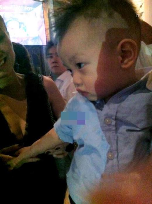 Tròn 1 năm sau khi sinh, hình ảnh đầu tiên của Subeo trong buổi tiệc sinh nhật mới bị lọt ra ngoài. - Tin sao Viet - Tin tuc sao Viet - Scandal sao Viet - Tin tuc cua Sao - Tin cua Sao