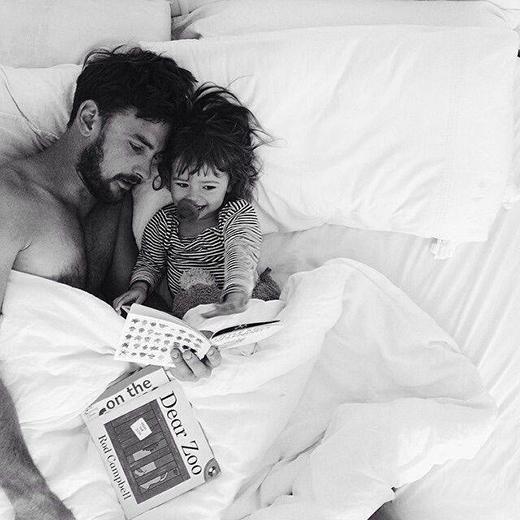 Cha là người hùng đầu tiên của con trai và là mối tình đầu của con gái