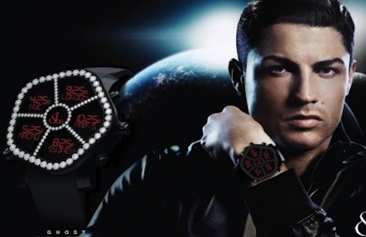 Anh đeo đồng hồ giá trị khoảng 3,4 tỷ đồng. Đây là chiếc đồng hồ rất đặc biệt khi được đính kim cương và có thể xem được 5 múi giờ.