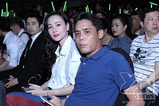 Ngồi dưới hàng ghế khán giả tối nay có sự có sự góp mặt của vợ chồng cựu người mẫu Dương Yến Ngọc - Tin sao Viet - Tin tuc sao Viet - Scandal sao Viet - Tin tuc cua Sao - Tin cua Sao