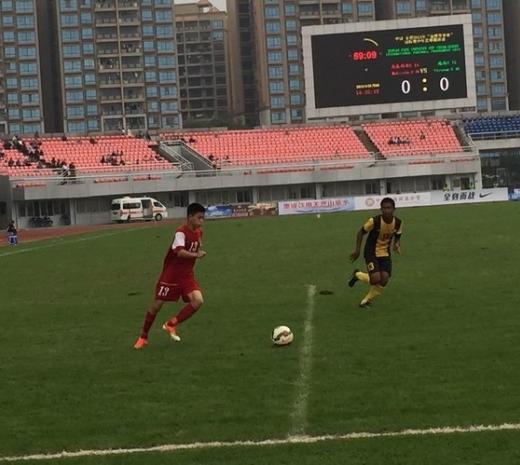 U.16 Việt Nam (áo đỏ) đã có trận hòa 0-0 với U.16 Malaysia