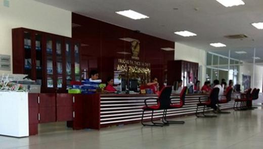 Nhiều học sinh của trường TH - THCS - THPT Ngô Thời Nhiệm bị phạt tiền nếu nghỉ học phụ đạo.
