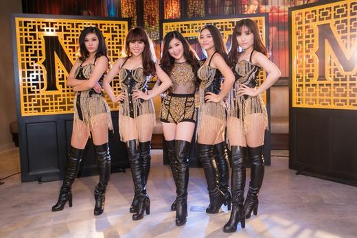 Hương Tràm khoe dáng bên các dancer góp mặt trong MV của mình. - Tin sao Viet - Tin tuc sao Viet - Scandal sao Viet - Tin tuc cua Sao - Tin cua Sao