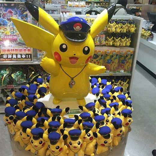 Jonghyun (CN Blue) không giấu được tình cảm dành cho Pikachu.