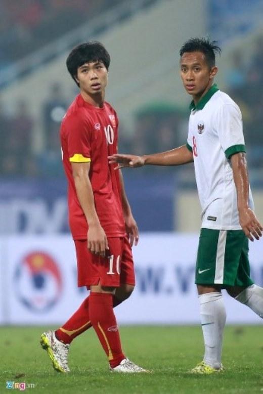 Olympic Indonesia cắt cử một hậu vệ bám sát chân sút số 10 của đội chủ nhà.