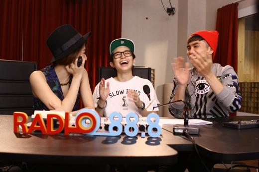 Cả ba nhân vật của Radio 88.8 đã có những giây phút giao lưu vô cùng thoải mái