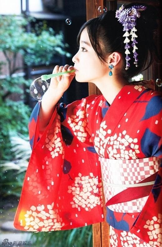 Những hình ảnh mới của thiên thần 16 tuổi Nhật Bản Kanna Hashimoto đang phủ kín các trang báo lớn nhỏ.