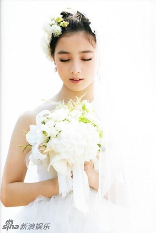 Vẻ đẹp của Kanna trong trang phục kimono truyền thống màu đỏ hay váy cưới đều được khen đẹp khiến người khác đứng tim.